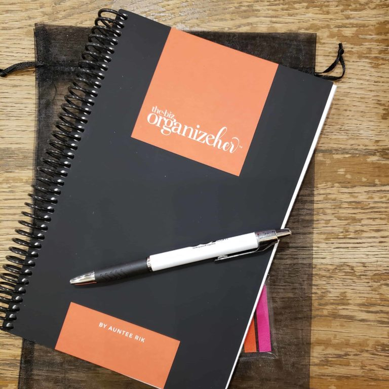 the biz organizeher™ planner with pen